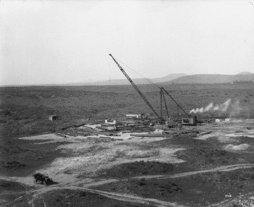 Construction of the Chollas Heights radio transmission towers, San Diego, California