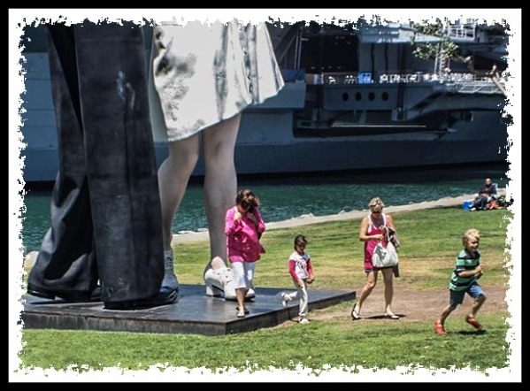 Unconditional Surrender statue in San Diego in July 2009