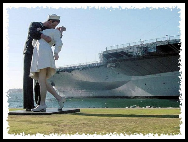 Unconditional Surrender statue in San Diego