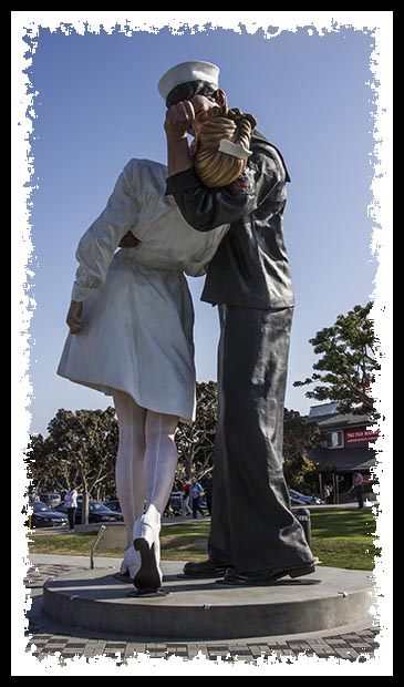 Unconditional Surrender statue in San Diego in April 2013